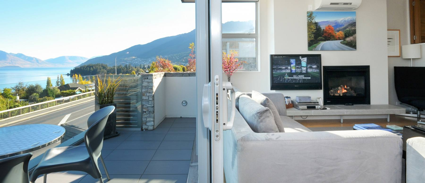 Luxury accommodation in queenstown apartments queenstown for Luxury hotel finder
